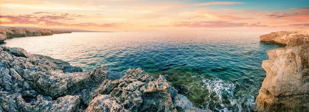 Amanhecer na lagoa azul em cape akamas
