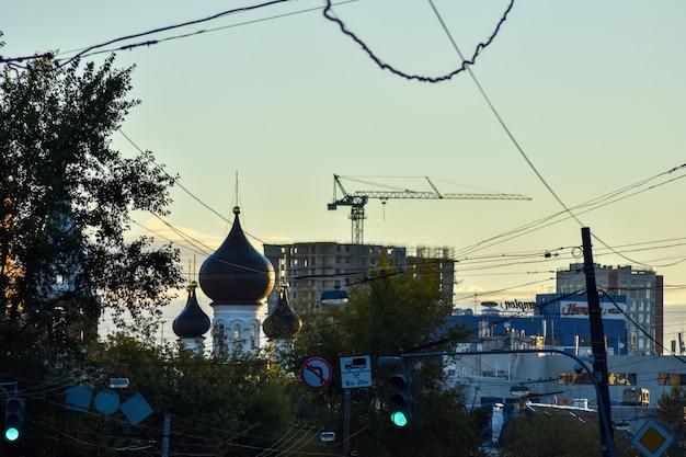 Amanhecer nas ruas de nizhny novgorod