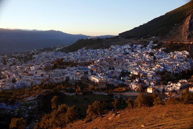 Amanhecer sobre a cidade de chefchaouen marrocos