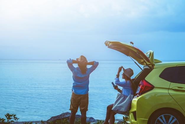 Amante asiático casal mulher e homem viajar natureza