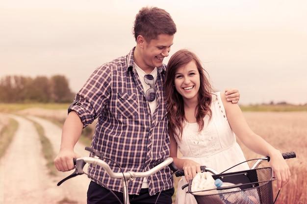 Amantes com bicicletas