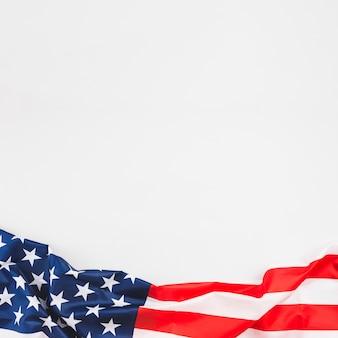Amassado bandeira do eua com estrelas e listras