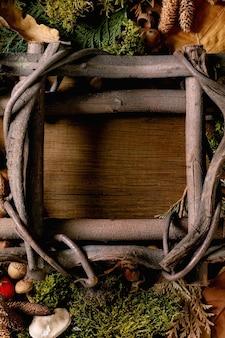 Ambiente de conto de fadas moldura mágica de floresta outonal