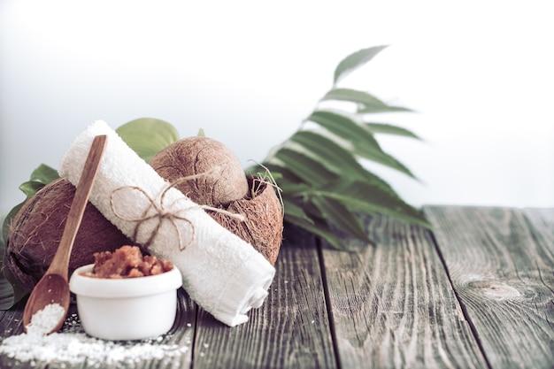 Ambiente de spa e bem-estar com flores e toalhas. produtos da natureza da dayspa