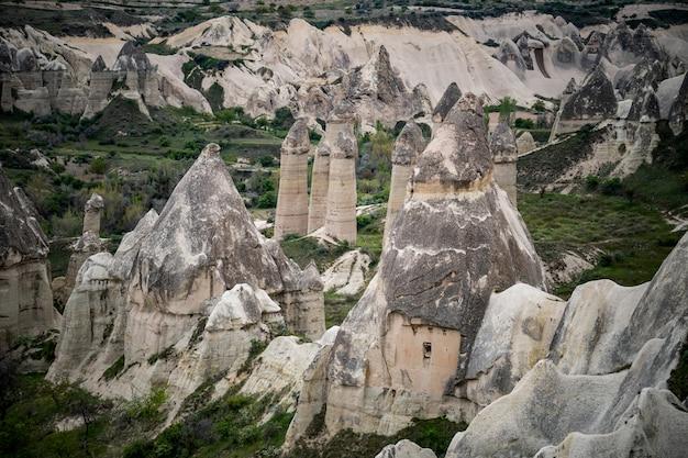 Ame paisagens do vale em cappadocia, goreme, turquia.
