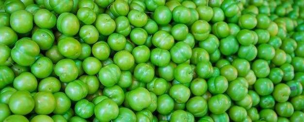 Ameixa verde vendido no mercado na geórgia.