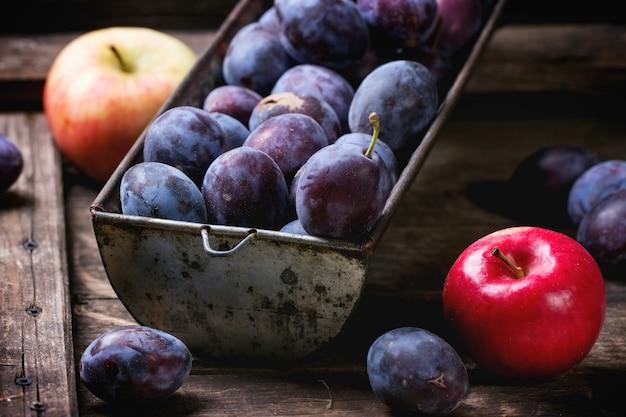 Ameixas e maçãs