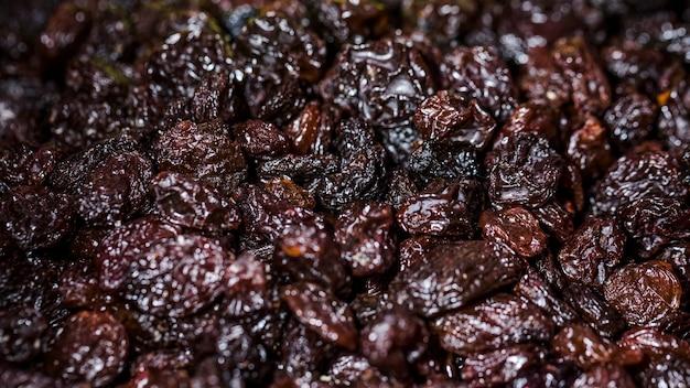 Ameixas secas close-up no mercado