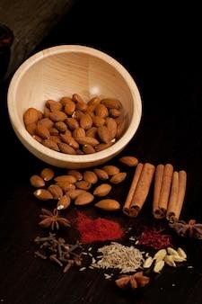 Amêndoa e mistura de especiarias