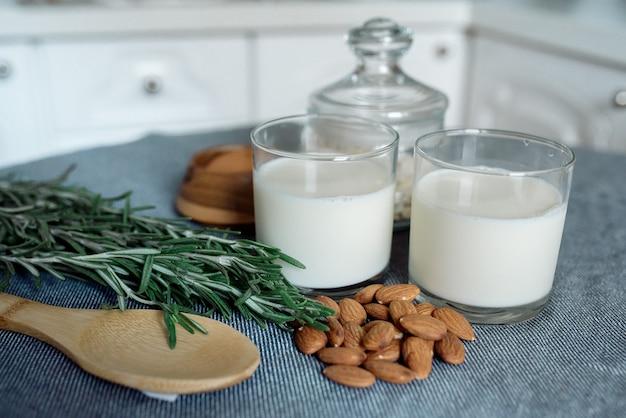 Amêndoa nozes de leite para uma dieta saudável: nozes, castanha de caju, amêndoas