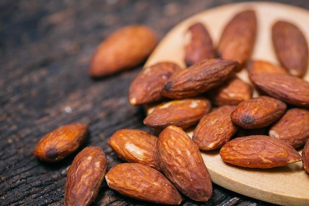 Amêndoa nut uma noz de árvore popular com importantes benefícios para a saúde nutrientes