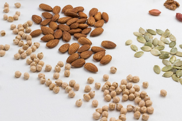 Amêndoas de sementes de abóbora de grão de bico para café da manhã energético.