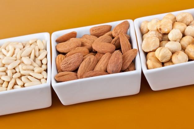 Amendoins e avelãs