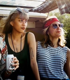 Amigos, bebendo, álcool, cervejas, junto, ligado, viagem estrada viagem