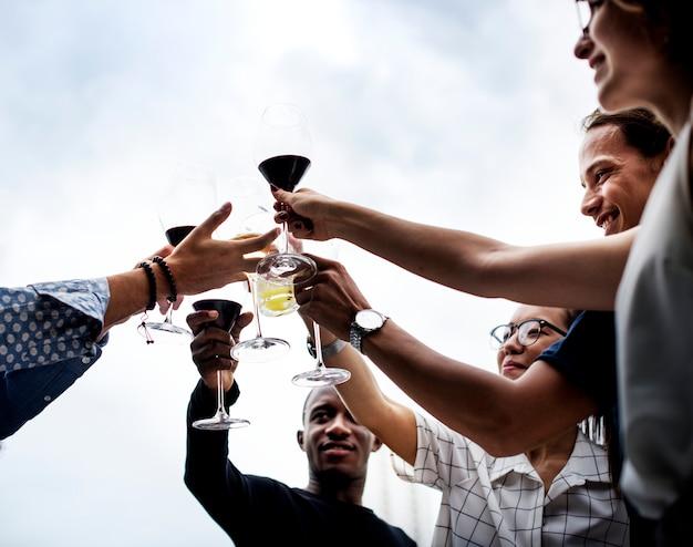 Amigos bebendo