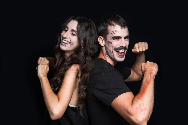 Amigos com maquiagem assustadora divertida