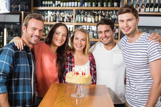 Amigos comemorando aniversário