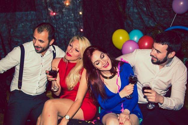 Amigos, diversão e vinho