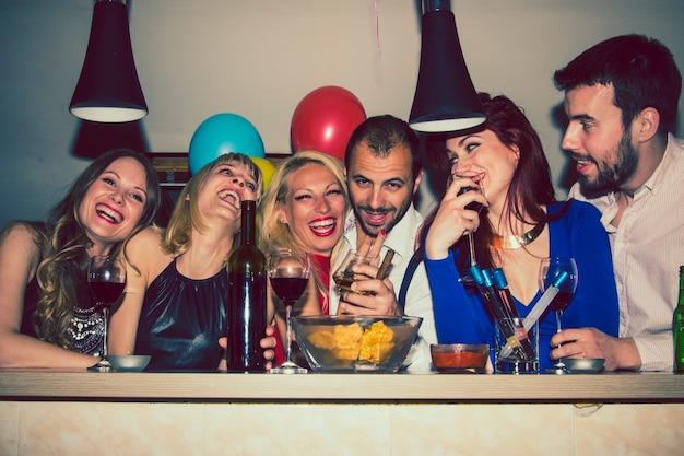 Amigos em festa privada