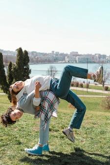 Amigos em fotos ao ar livre