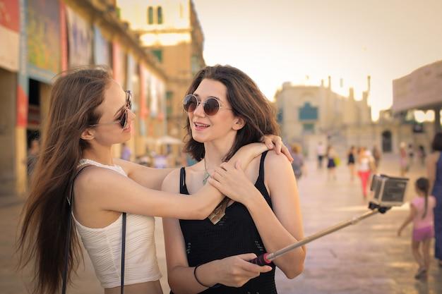 Amigos em uma viagem de verão