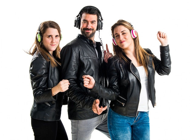 Amigos ouvindo música