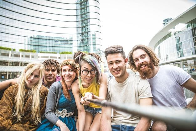 Amigos que se encontram ao ar livre