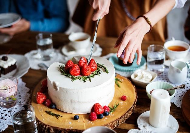 Amigos, reunião, junto, ligado, tea party, comer, bolos, prazer felicidade