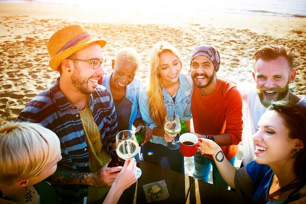 Amigos, tendo, praia, partido