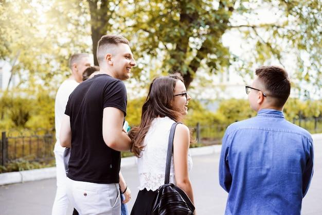 Amizade, momentos felizes juntos, conceito de juventude