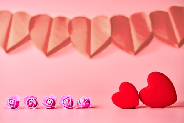 Amo corações em fundo de textura de madeira. conceito de cartão de dia dos namorados. coração para plano de fundo dia dos namorados.