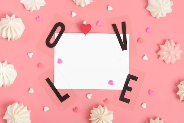 Amor e papel com doces