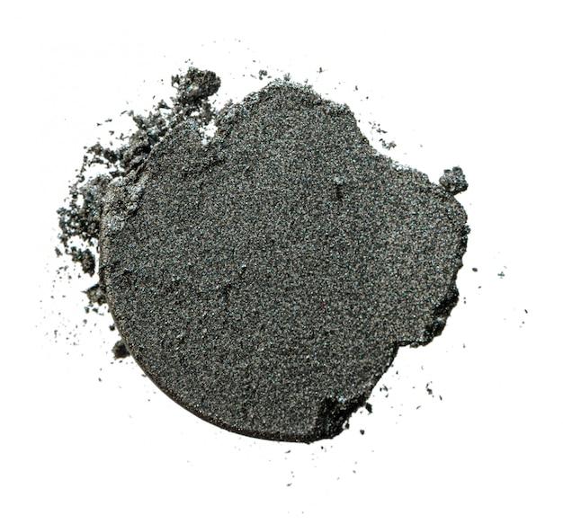 Amostra de amostra de sombra de olho dispersa no fundo branco