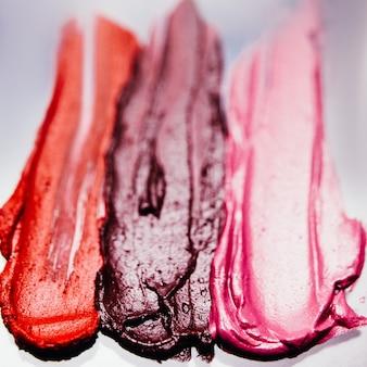 Amostra de batom. arte da maquiagem. traços com textura escura. fundo criativo.