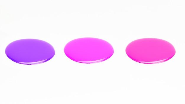 Amostra de cor lustrosa do verniz para as unhas sobre o fundo branco