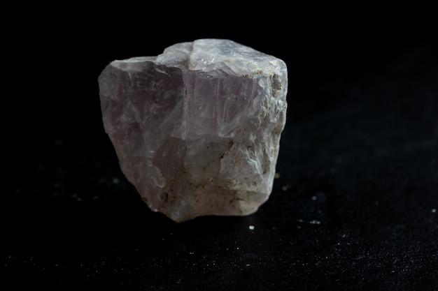 Amostra de cristal mineral de pedra de fluorita para ciência e geologia