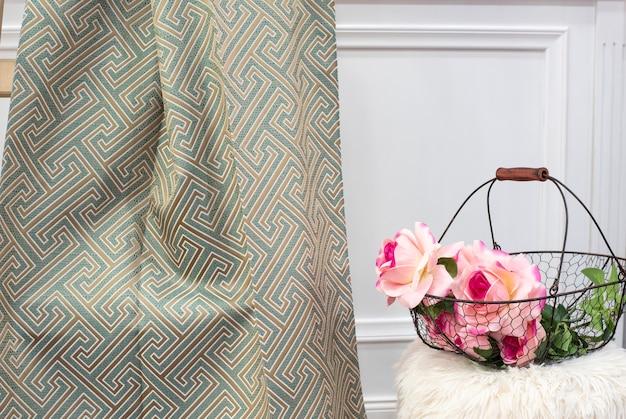 Amostra de tecido de cortina de hortelã. cortinas, estofos em tule e móveis