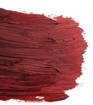 Amostra de tinta acrílica manchada de vermelho isolada no fundo branco, close-up