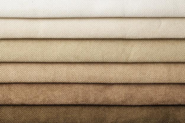 Amostra de tonalidade de tecido têxtil e gradiente de cores marrons, plano de fundo. catálogo e paleta tom bege de tecido interior para móveis, closeup. coleção de tecido com padrão de vime.