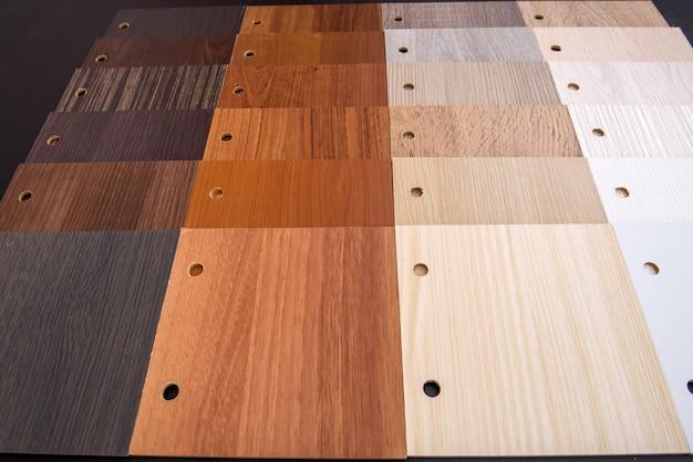 Amostrador de madeira marrom e claro close-up