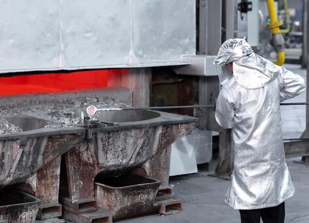 Amostragem de líquido de alumínio