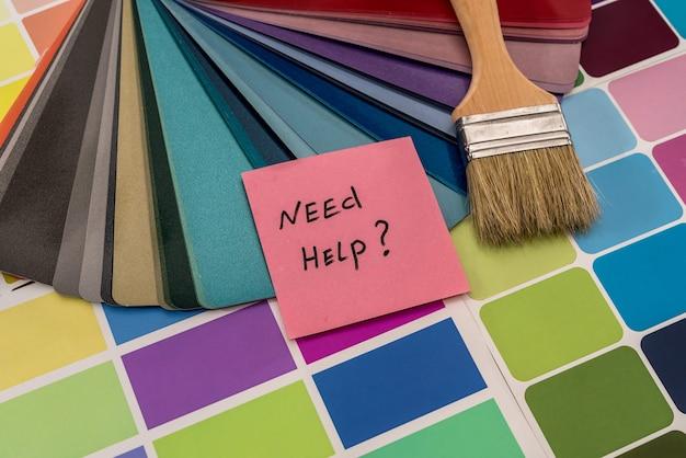 Amostras de cores com pincel para pintura e texto 'preciso de ajuda'