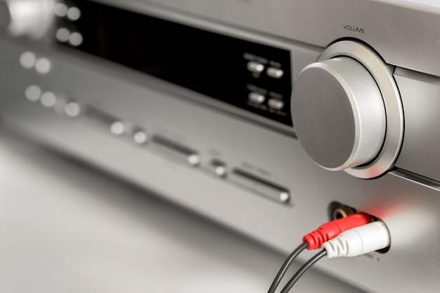 Amplificador de sistema hi-fi