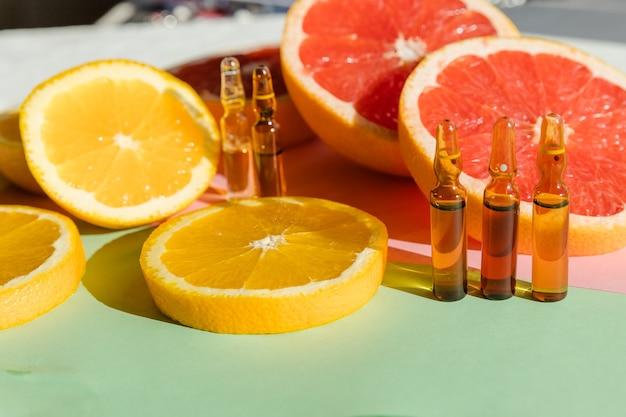 Ampolas com botox, hualurônico, colágeno ou vitaminas e seringa em branco