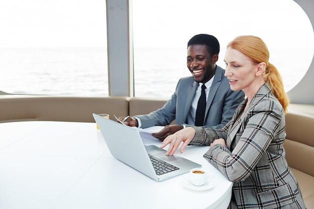 Analisando resultados do trabalho com o colega