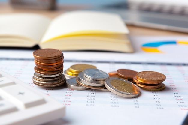 Análise de gráficos do mercado de ações de contabilidade financeira close-up