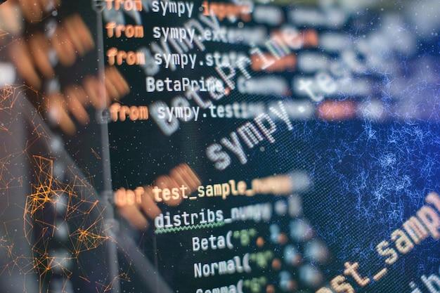 Análise de logs do servidor. closeup desenvolvendo tecnologias de programação e codificação. desenvolvedor trabalhando em códigos de web sites em escritório. Foto Premium