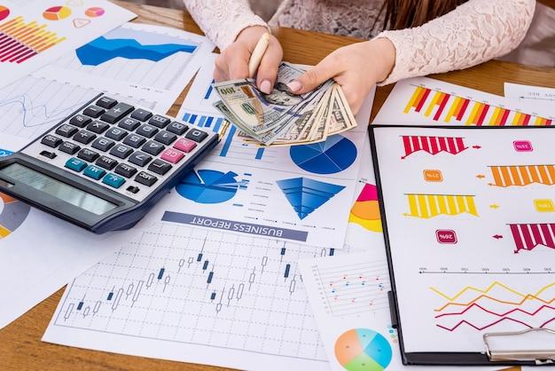 Análise de negócios com gráficos, diagramas e tabelas