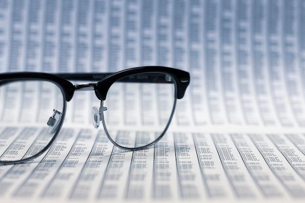 Análise de relatórios financeiros.
