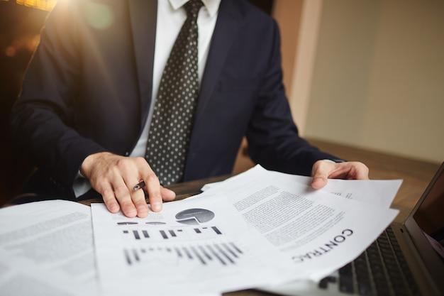 Análise financeira de sucesso no trabalho